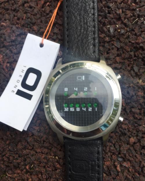 Модные наручные часы 01TheOne Zerone ze102g1